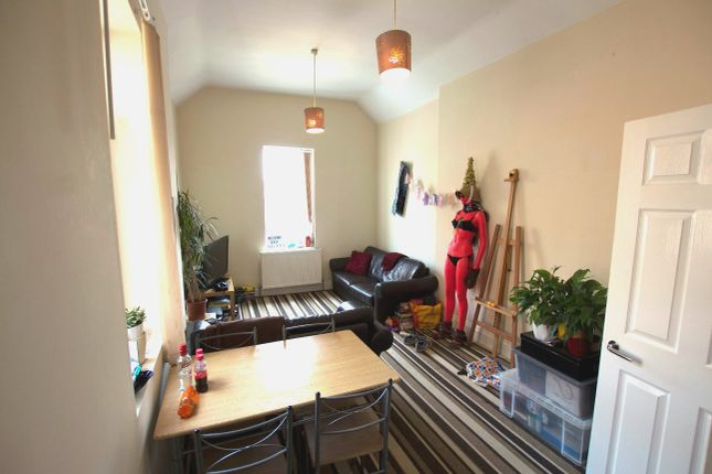 Shared accommodation to rent in Heaton Road, Heaton