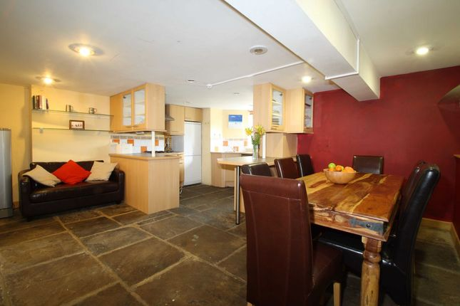 Thumbnail Terraced house to rent in Consort Terrace, Leeds