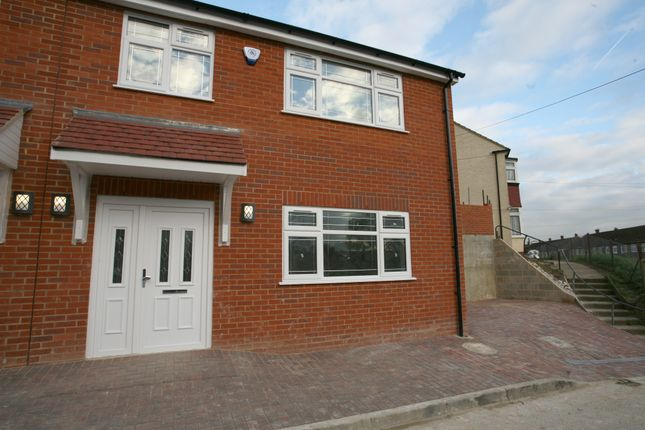 Thumbnail Town house for sale in Hyacinth Road, Rochester