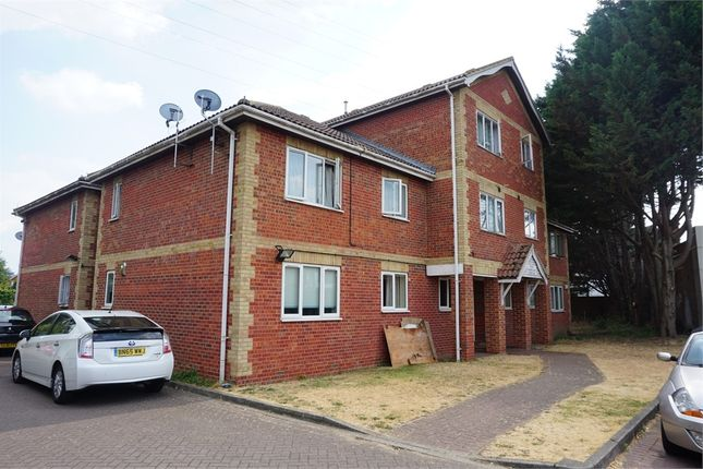 Thumbnail Flat to rent in Hawthorne Crescent, Slough, Berkshire