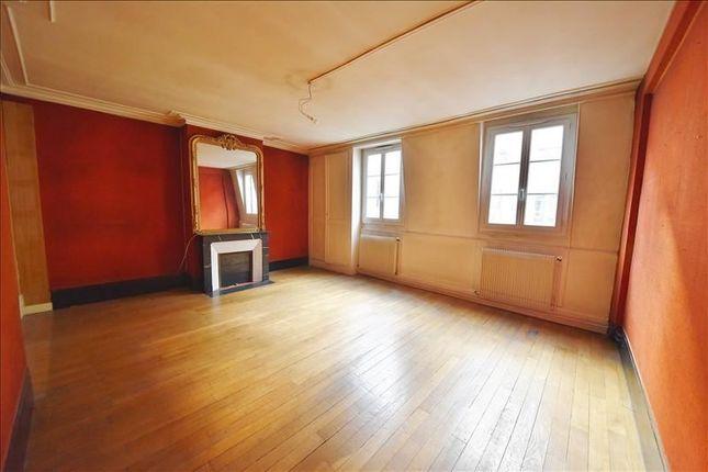 Rue D'hauteville – 3 Bedroom Apartment Offers Great Potential