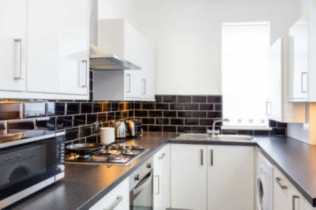 Thumbnail Shared accommodation to rent in Langton Street, Salford