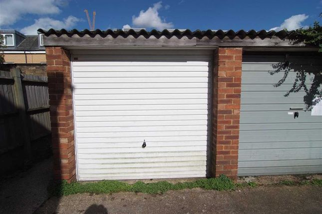 Parking/garage to rent in Linkfield Road, Isleworth