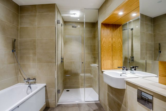 Bathroom of Arena Tower, Crossharbour Plaza, Canary Wharf E14
