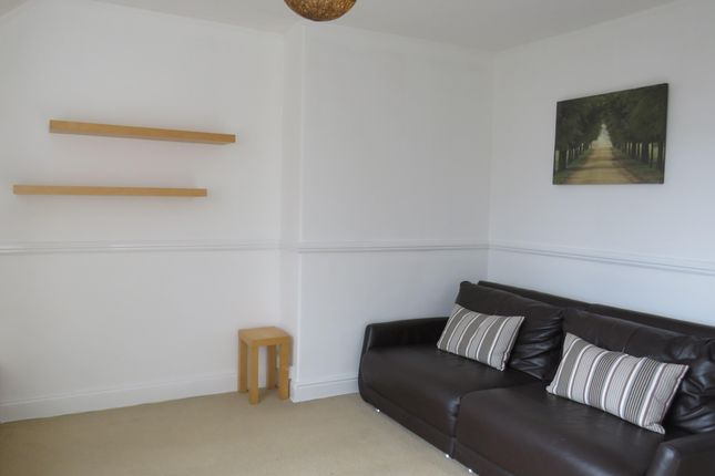Thumbnail Flat to rent in Stanwell Road, Penarth