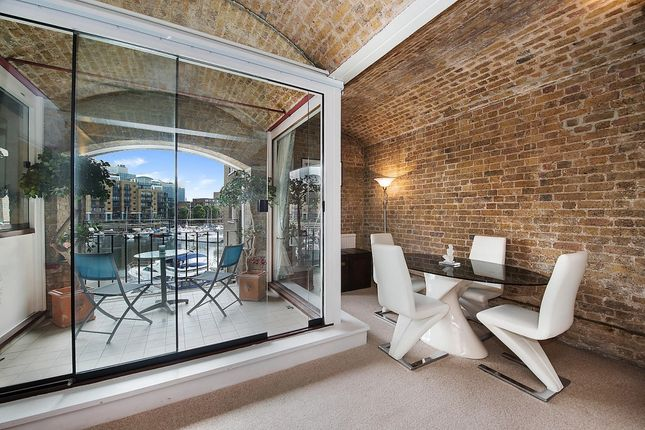 1 bed flat to rent in Ivory House, East Smithfield, London