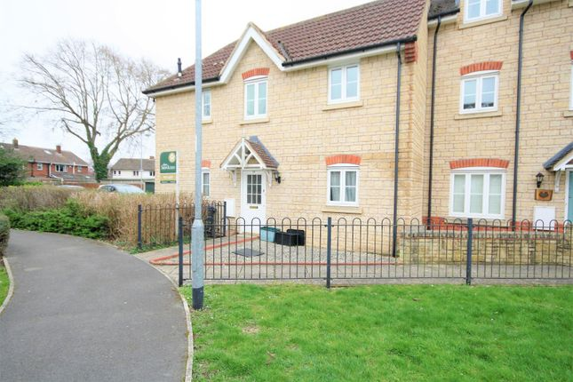 Thumbnail Maisonette to rent in Charlotte Court, King Edward Close, Calne