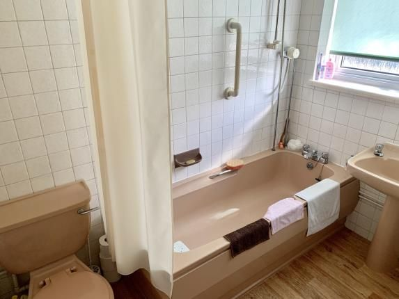Bathroom of Arnesby Avenue, Sale, Greater Manchester M33