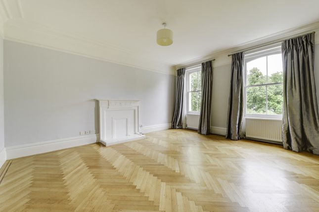 Thumbnail Flat to rent in Courtfield Gardens, London