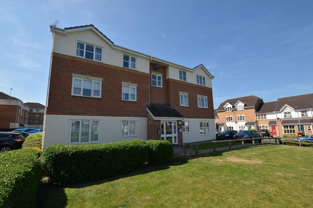 Thumbnail Flat for sale in Elm Park, Reading