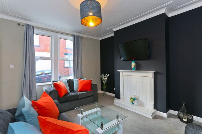 Thumbnail Room to rent in Moorfield Street, Leeds