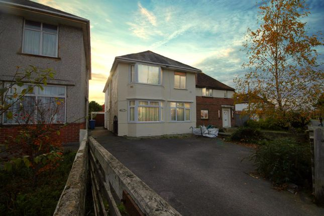 Thumbnail Flat for sale in Vicarage Road, Poole