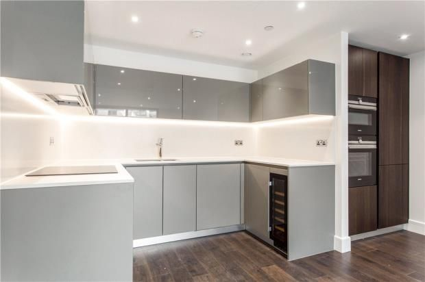 Thumbnail Flat for sale in Perilla House, 1 Chaucer Gardens, London