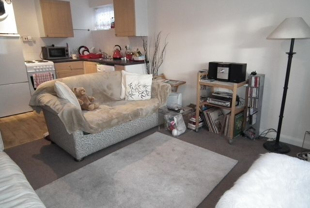 Thumbnail Flat to rent in Cypress Road, Harrow Weald