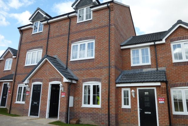 Thumbnail Town house to rent in Ferrybridge Road, Pontefract