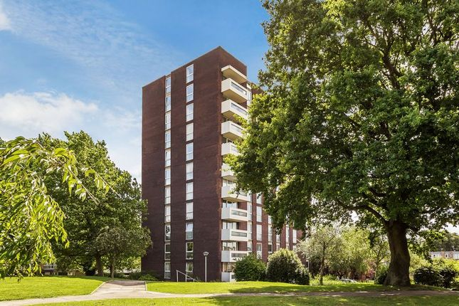 Thumbnail Flat for sale in Turnpike Link, Croydon