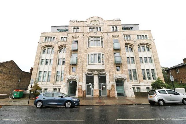 Flat to rent in Greengate Street, London