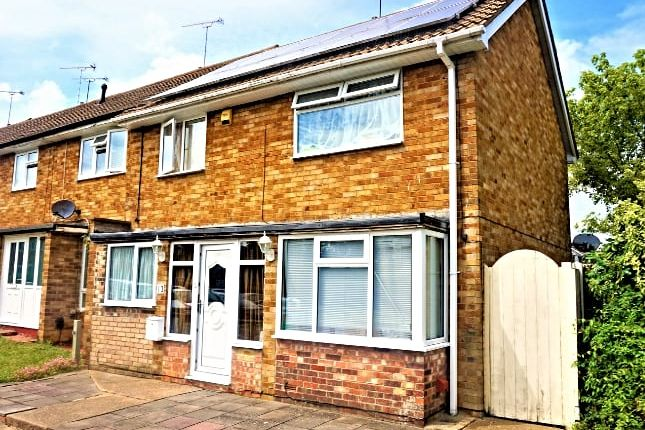 Thumbnail Terraced house for sale in Curling Walk, Basildon
