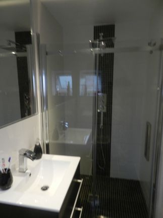 En Suite of Lowland Avenue, Leicester Forest East, Leicester LE3