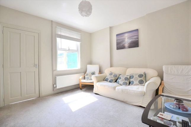 4 bed semi-detached house to rent in Linden Road, Gloucester GL1