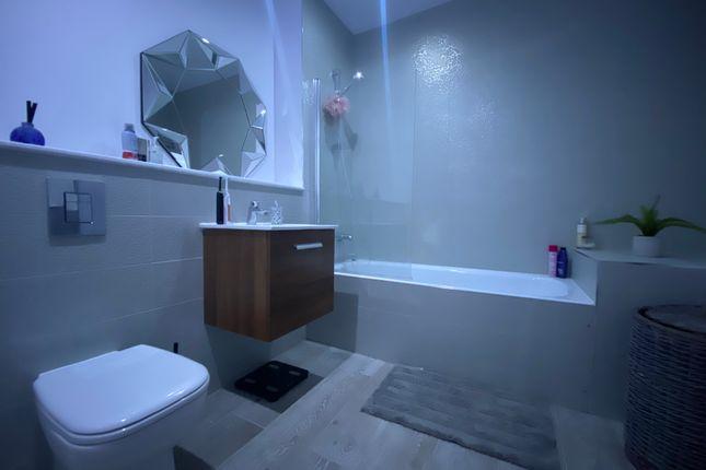 Bathroom of Honduras Wharf, Summer Lane, Birmingham B19