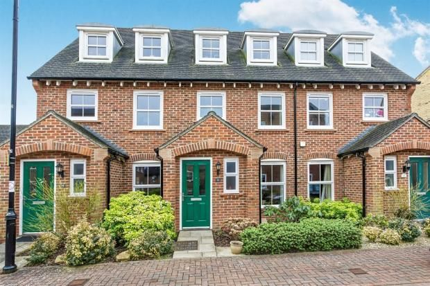 Thumbnail Town house for sale in Avington Way, Sherfield-On-Loddon, Hook