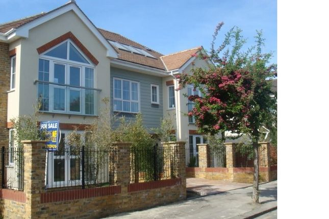 Thumbnail Flat to rent in Hearn Road, Romford