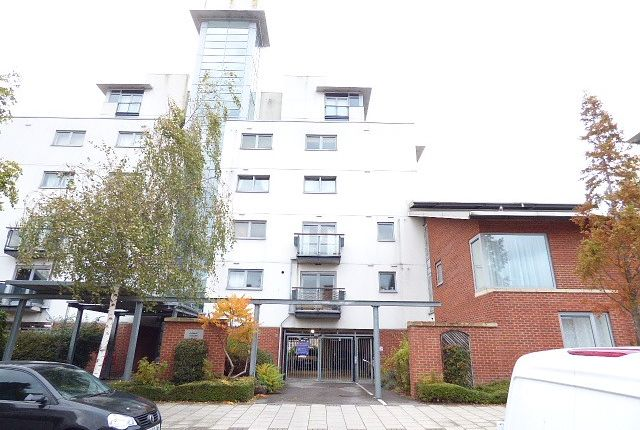Thumbnail Flat to rent in Bellermine Close, London