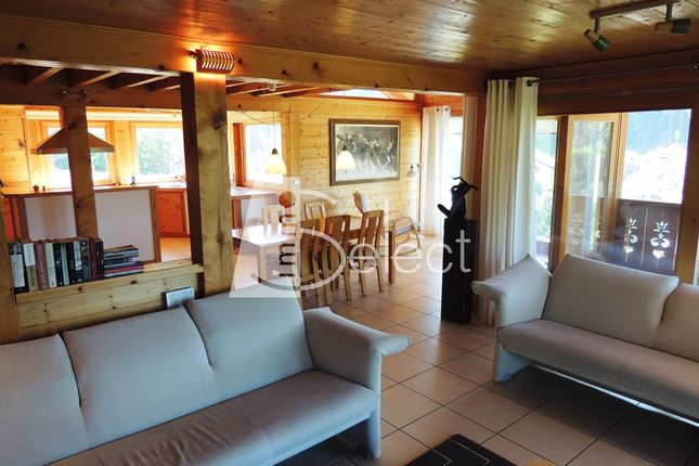 Thumbnail Chalet for sale in Les Cornuts, Les Gets, Taninges, Bonneville, Haute-Savoie, Rhône-Alpes, France