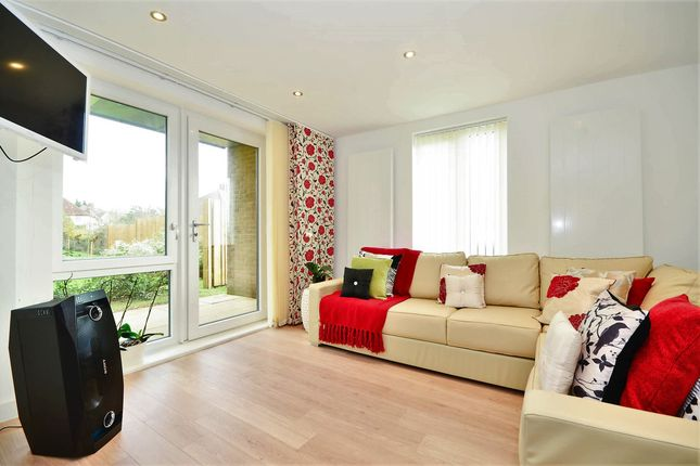 Thumbnail Flat for sale in Flowers Close, London