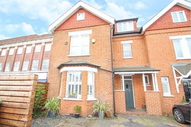 Thumbnail Semi-detached house to rent in Walton Road, East Molesey, Surrey