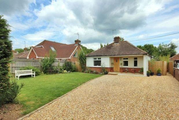 Thumbnail Bungalow to rent in Brighton Road, Shermanbury, Horsham