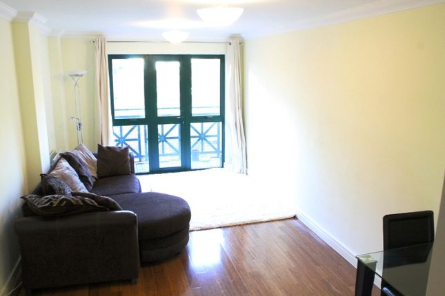 2 bed flat to rent in Medway Street, London