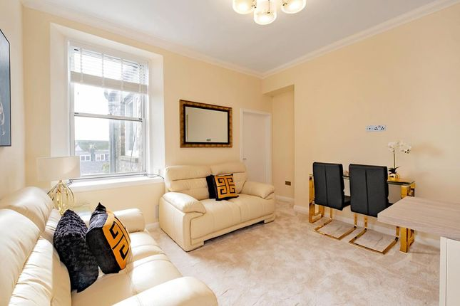 2 bed flat to rent in Union Grove, Top Floor AB10