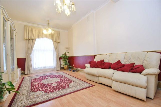 Thumbnail Terraced house to rent in Stanlake Road, Shepherds Bush, London