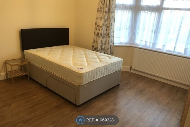 Room to rent in Rosemary Avenue, Hounslow TW4