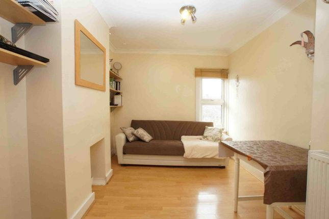1 bed flat to rent in Provincial Terrace, Green Lane, London