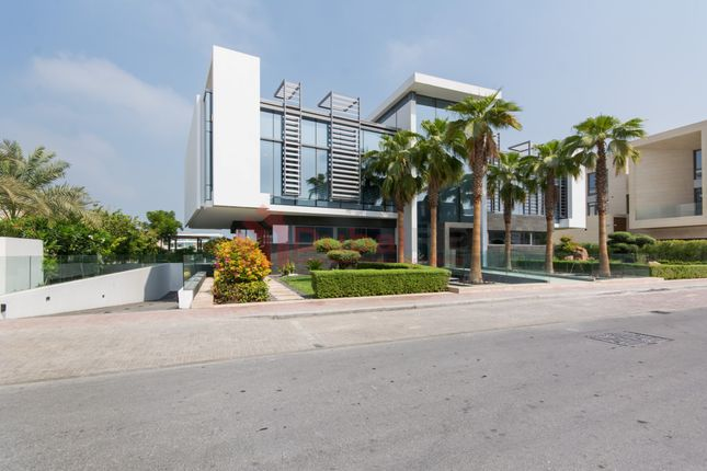 Thumbnail Villa for sale in Frond J, Palm Jumeirah, Dubai, United Arab Emirates