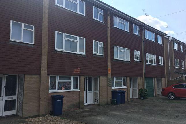 Thumbnail Room to rent in Kimbers Lane, Farnham