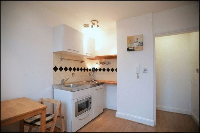 Thumbnail Flat to rent in Holdenhurst Road, Bournemouth