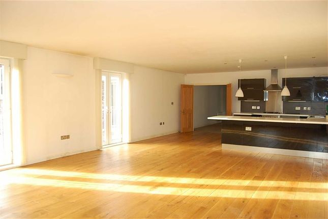 Thumbnail Flat to rent in Victoria Road, Crosby, Liverpool