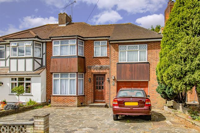 Thumbnail Property for sale in Lonsdale Drive, Enfield