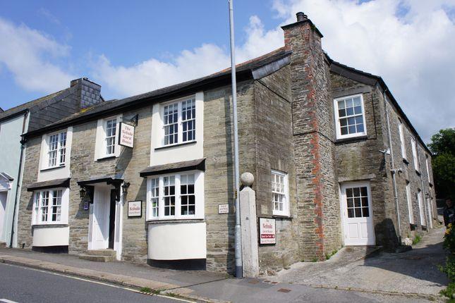 Thumbnail Hotel/guest house for sale in Higher Lux Street, Liskeard