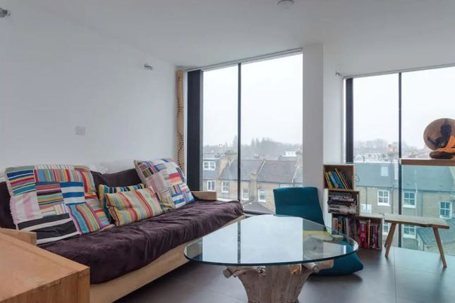 Thumbnail Flat to rent in Lindore Road, London