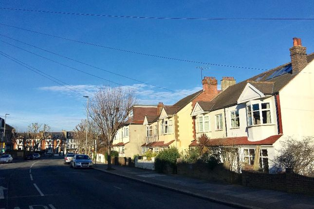4 bed terraced house to rent in Merton Road, London