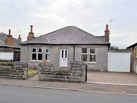 Thumbnail Bungalow to rent in North Gyle Avenue, Gyle, Edinburgh