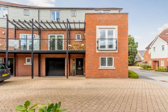 Thumbnail Town house to rent in Redwood Drive, Epsom