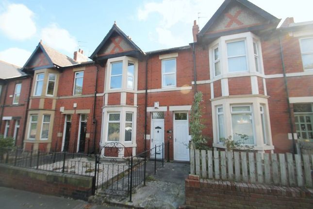 3 bed flat to rent in Salters Road, Gosforth, Newcastle Upon Tyne