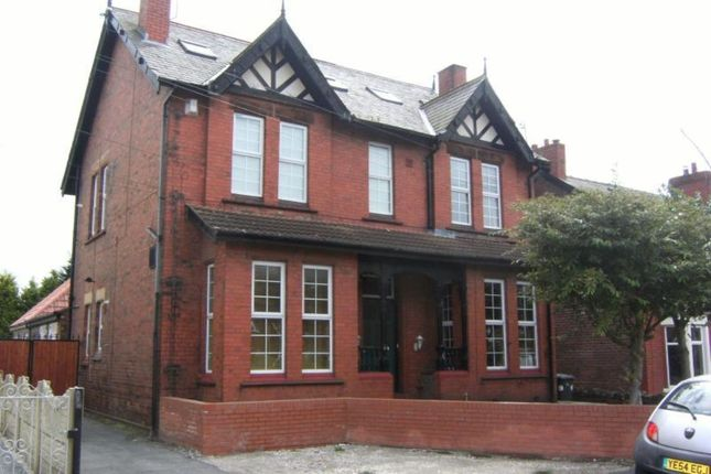 2 bed flat to rent in Ditchfield Road, Widnes