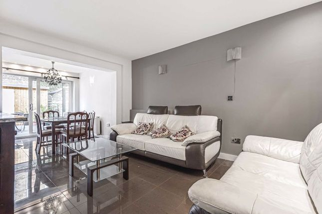 Thumbnail Terraced house to rent in Garrick Close, London